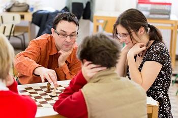 Felnőttek tanulhatnak sakkozni